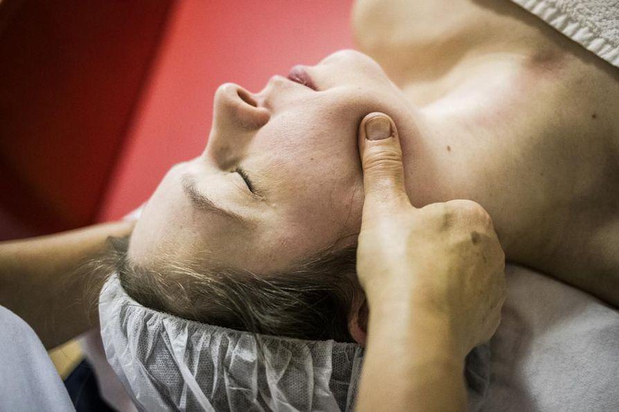 Voice massage -hierontaan päädytään usein hammaslääkärin tai puheterapeutin suosituksesta.