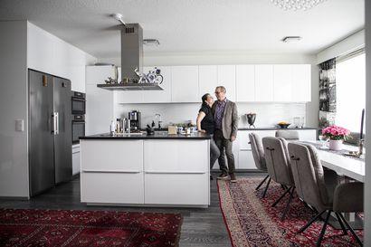 Oululaispariskunnan kodissa on vain kaksi huonetta, mutta tilaa 115-neliötä – suuritöinen remontti välillä melkein itketti, mutta tuloksena on avara kahden aikuisen koti
