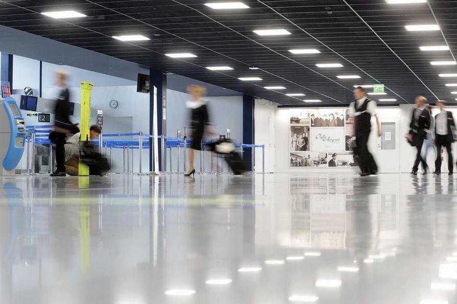 Oulun lentoasemalta pitäisi maanantai-iltana lähteä lomalento Turkin Antalyaan. Kuvituskuva.