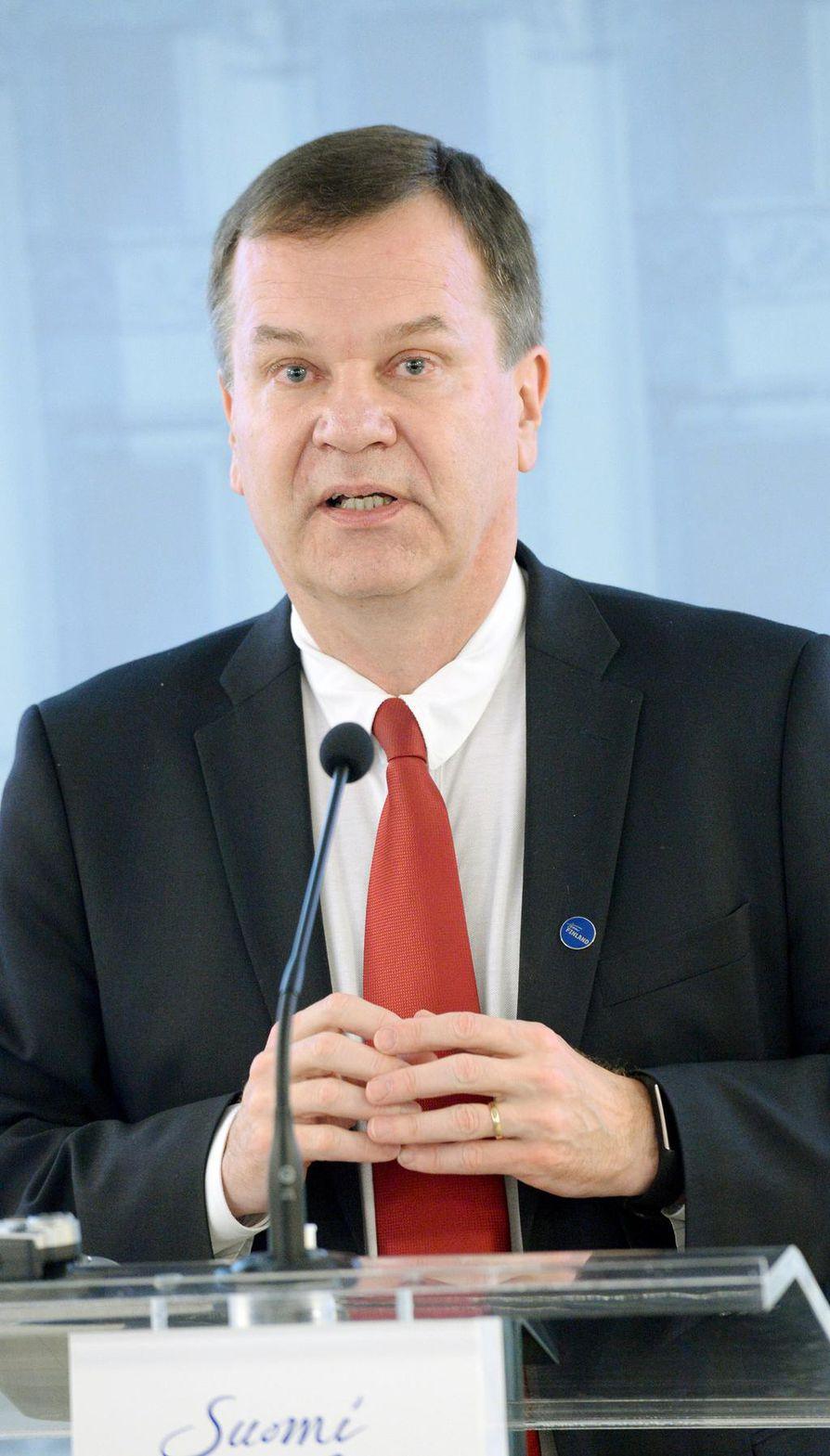 Finnveran toimitusjohtajan Pauli Heikkilän mielestä maan keskisuuret yritykset pitäisi saada reippaammin kasvuun. Niiden liikevaihto junnaa tai ne myydään varhain ulkomaille.