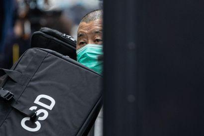 Yhdeksälle hongkongilaisaktivistille tuomiot – tuomittujen joukossa myös mediamoguli Jimmy Lai