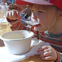 Marttaliitto hoksauttaa lapsiperheitä suolankäytöstä: Liika suola kuormittaa munuaisia
