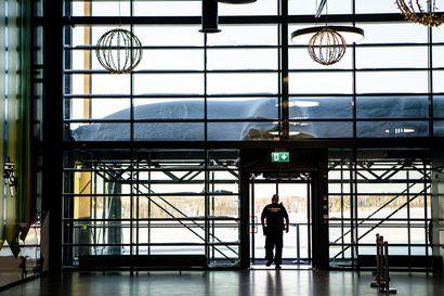 Korona aiheutti Finavian lentoasemille matkustajakadon, mutta elpymisen merkkejä näkyy