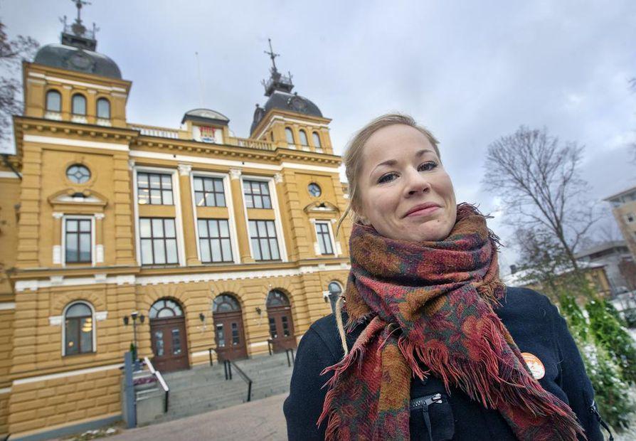 Hanna Sarkkinen (vas.) valittiin yhdyskuntalautakunnan johtoon.