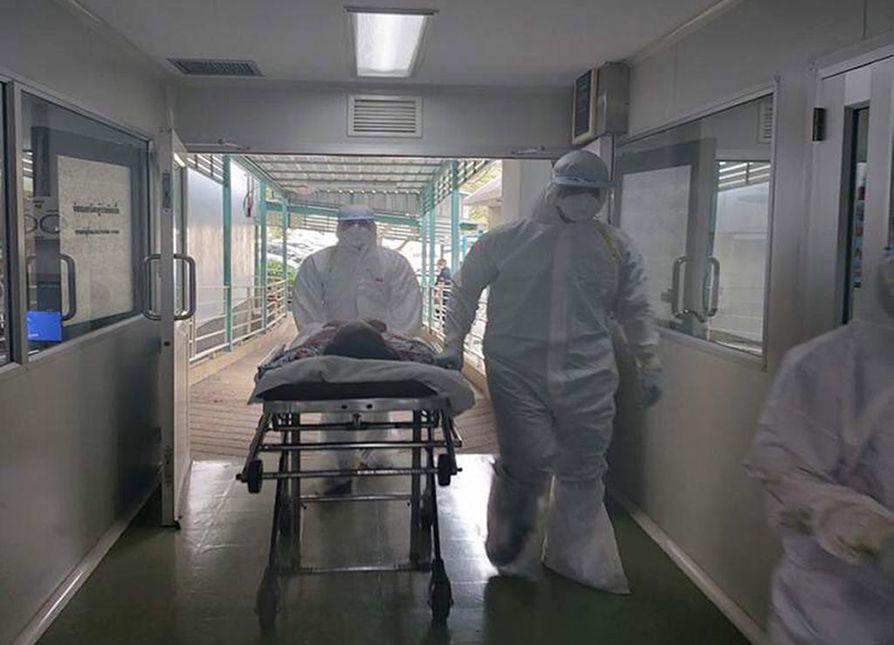 Thaimaassa Nakhon Pathomin sairaala hoiti thaimaalaista koronavirukseen sairastunutta potilasta tiistaina. 73-vuotias nainen oli käynyt Kiinan Wuhanissa, josta sairaus on lähtenyt leviämään.