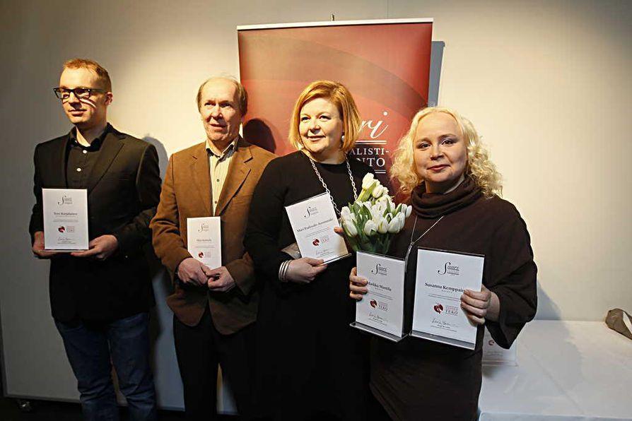 Kalevasta palkinnon saajaksi on ehdolla rikostoimittaja Susanna Kemppainen (oik.) ja Markku Mantila (ei kuvassa). Muut ehdokkaat ovat Tero Karjalainen (vas.) ja Ilkka Kulmala Keskisuomalaisesta sekä Oma-Olivia-projektin Mari Paalosalo-Jussinmäki.