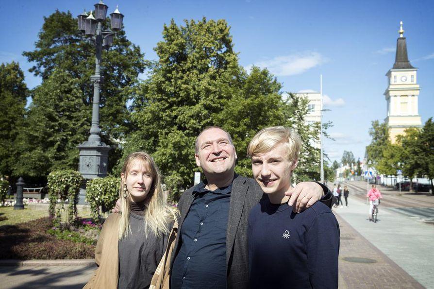 Niina, Marko ja Kristian Kampman konsertoivat tiistaina Oulun tuomiokirkossa.