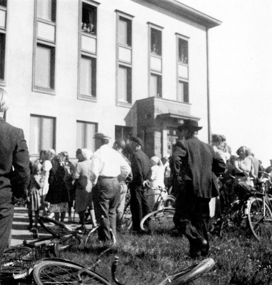 Työläiset valtasivat Kemiyhtiön pääkonttorin elokuun alussa 1949. Tilanne rauhoittui muutaman tunnin jälkeen.