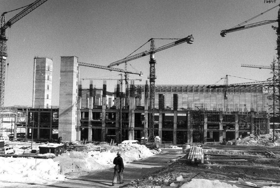 Suomalaiset rakensivat Kostamukseen kaivoksen rakennuksia ja satoja asuntoja 1970-80-luvuilla. Alueella työskenteli satoja suomalaisia.