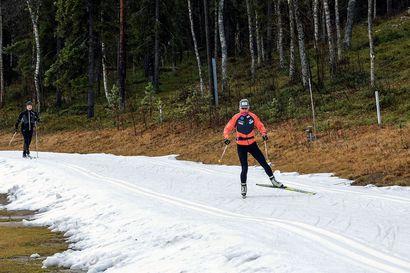 Levin talvi alkoi säilölumella - Riitta-Liisa Roponen korkkasi entistä paksumman latupohjan ensimmäisten joukossa