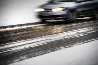 Varovaisesti liikenteessä! Ajokeli on huono Pohjois-Suomessa