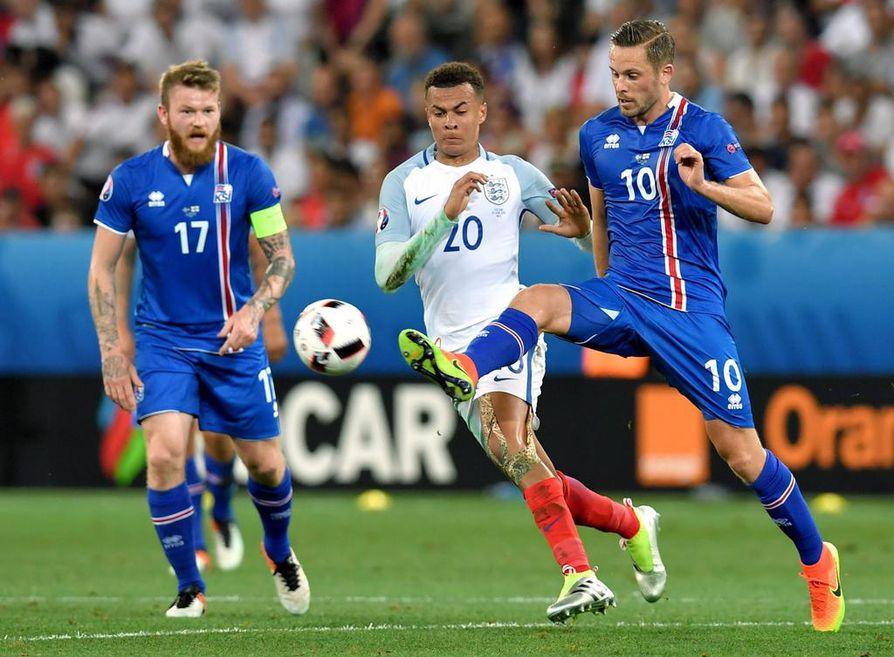Islanti yllätti Englannin ensin tasoittamalla ja sitten siirtymällä johtoon.