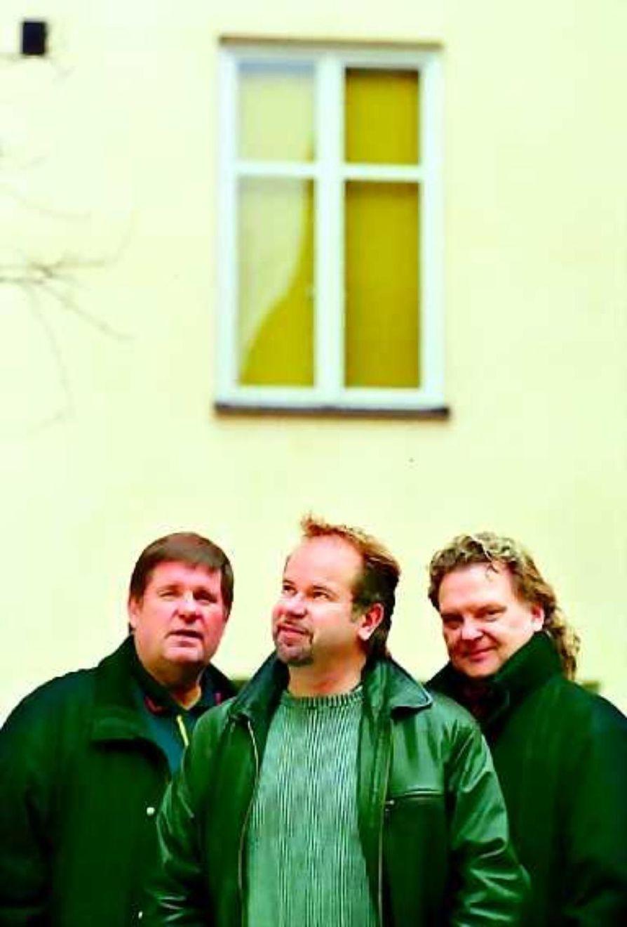 Ei mitään jollottajia. PopTenorit esiintyy sunnuntaina Oulussa. Maaliskuun lopulla sekonsertoi myös Kuusamossa ja Kajaanissa.