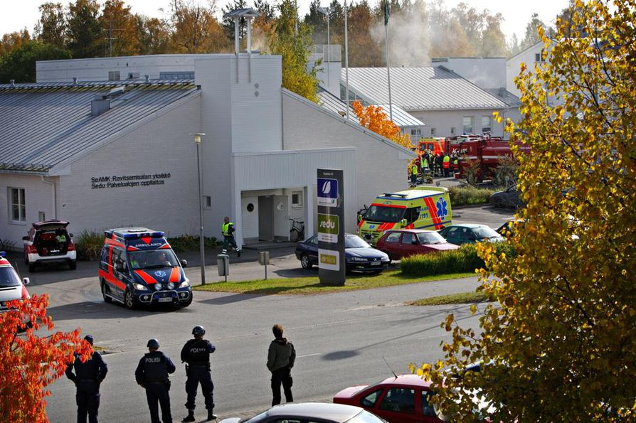Kauhajoen koulusurma tapahtui syyskuussa 2008, vain vuosi Jokelan kouluampumisen jälkeen.