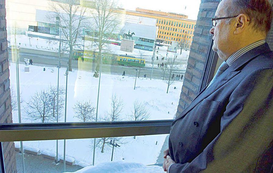 Jacob Söderman, 72, jättää eduskunnan keväällä.