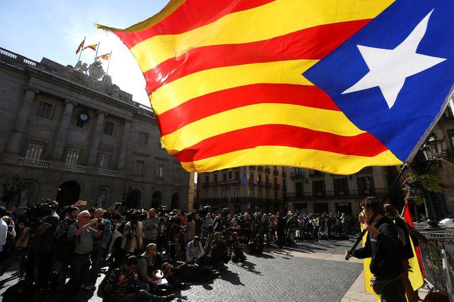 Espanjan median mukaan Katalonian erotettua aluejohtaja Carlos Puigdemontia ei ole nähty tänään julkisuudessa.