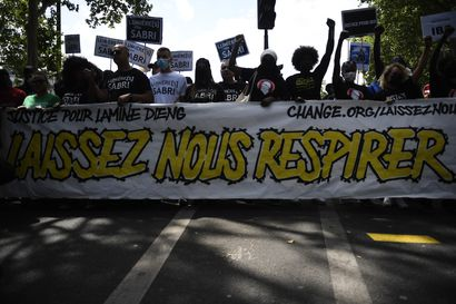 """""""Minä tukehdun"""", toisteli poliisin Pariisissa pysäyttämä Cédric Chouviat, mutta kuoli avunpyynnöistä huolimatta"""