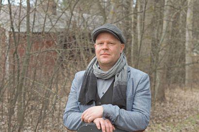 Jarkko Somero alkoi kerätä oululaisten ikäihmisten tarinoita – tarinoiden pohjalta syntyneitä lauluja voi kuunnella perjantai-illan striimikeikalta