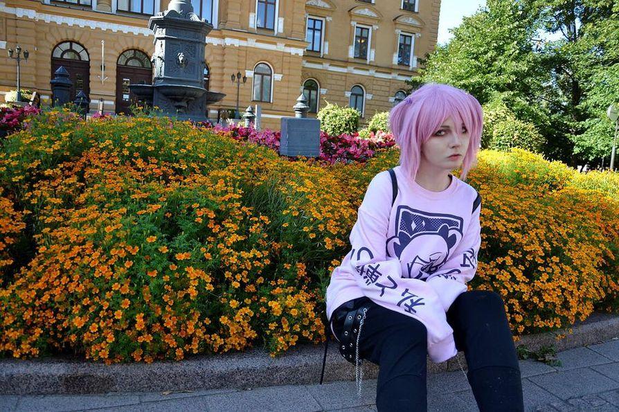 Kaoru Kitsune eli Roni Liedes, 20, suosii nykyään pastellivärejä ja pelottavuutta yhdistelevää yami kawaii -tyyliä.