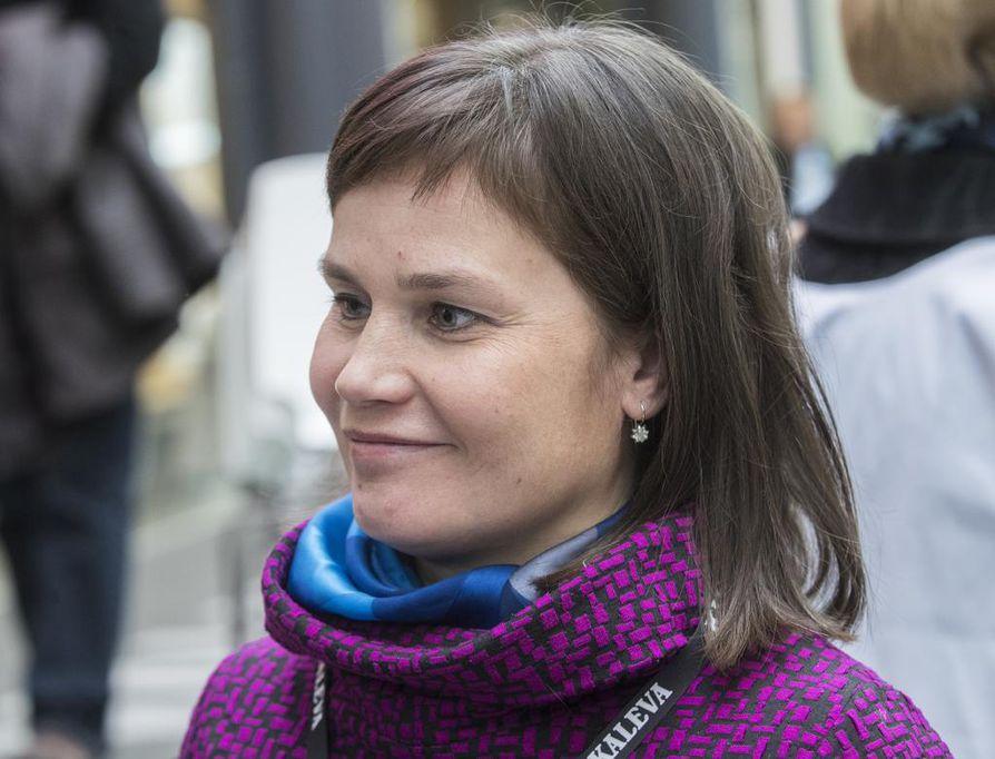 Mirja Vehkaperä on nousemassa Oulun vaalipiirin ääniharavaksi.