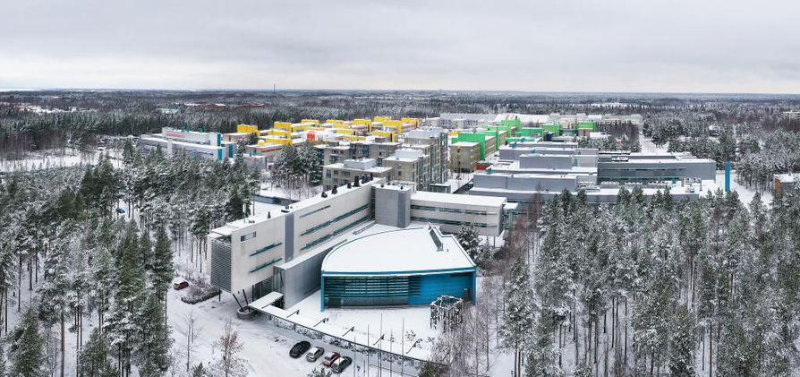 Oulun ammattikorkeakoulu on tekemässä muuttoaan Linnanmaalle syksyllä 2020. Rehtori Niinimäki korostaa, että jos yliopisto muuttaisi Linnanmaalta, OAMK muuttaisi sen mukana.
