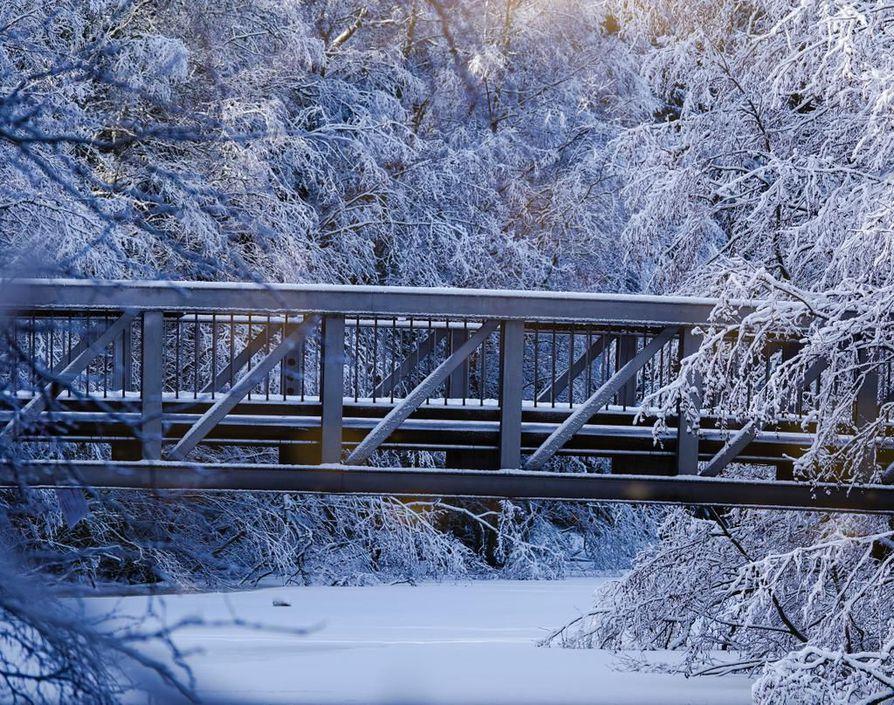 Lauantain räntäsateen myötä maisema muuttui jälleen Oulussa talviseksi.