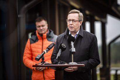 """Ministeri Lintilä: Matkustusrajoituksia tulee harkita uudestaan – """"Nyt on tullut uutta tietoa"""""""