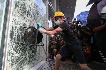 Hongkong yrittää suitsia mielenosoituksia kieltämällä kasvomaskit