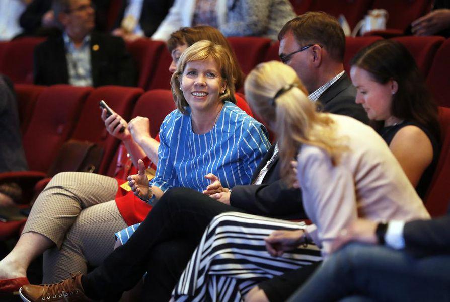 RKP:n  puheenjohtaja on Anna-Maja Henriksson ja muu puolueväki kokousti Oulussa.