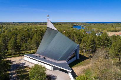 Uusi kirkko rakennettiin palaneen paikalle