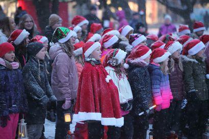 Raahen joulunavaus pystyttiin järjestämään ja Härkätorin talvivalot saatiin sytytettyä entiseen tapaan