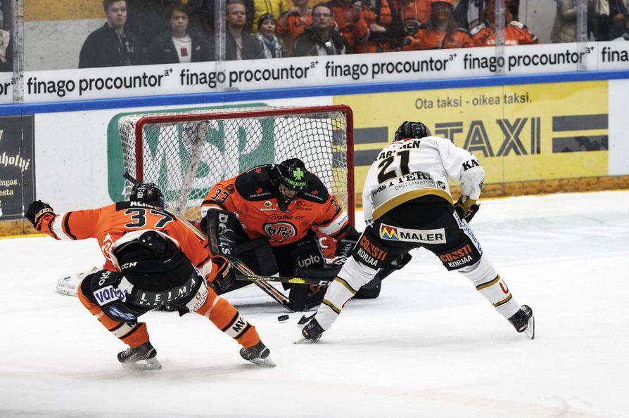 Otto Karvinen nosti Kärpät 2-0-johtoon maanantain finaaliottelussa. Maanantai-illan osuma oli hyökkääjälle vasta kolmas tällä kaudella.