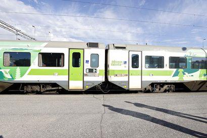 Matkustajajunan veturissa savusi kesken matkan, veturinkuljettaja pysäytti Iihin ja irrotti vaunut – Oulusta lähtenyt juna noin kolme tuntia myöhässä