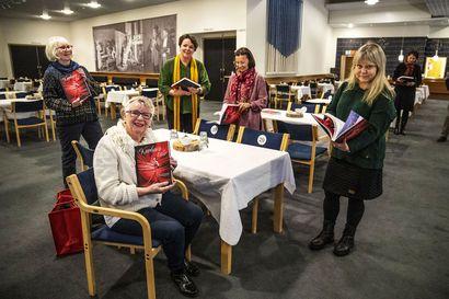 Kirja-arvostelu: Kuohuva talo tarkastelee Rovaniemen teatterin viime vuosikymmeniä monen kertojan äänellä