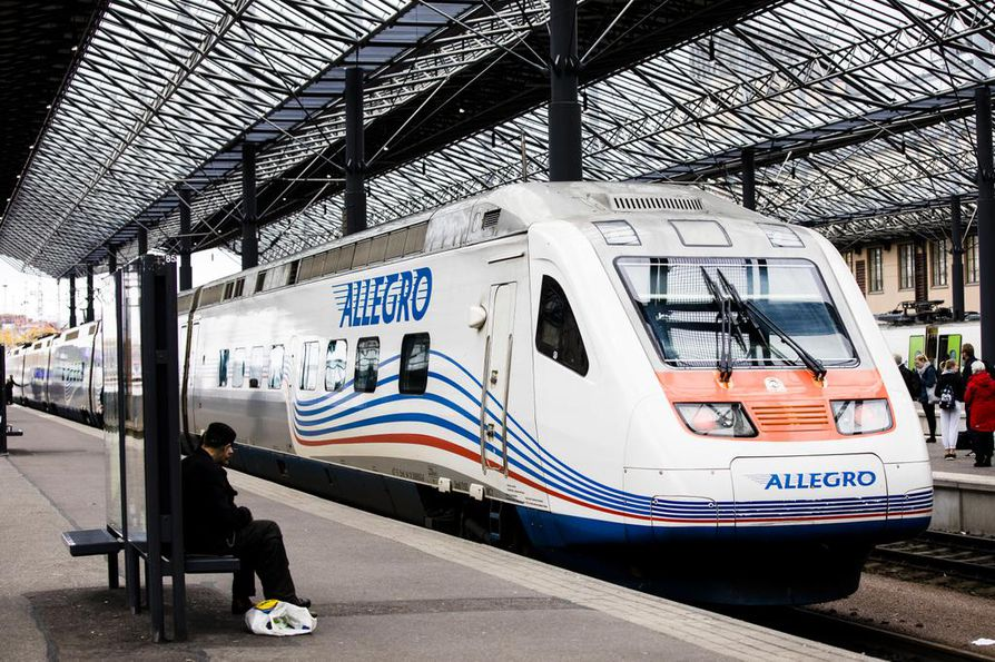 95 prosenttia pietarilaisista suhtautuu ulkoministeriön teettämän tutkimuksen mukaan Suomeen myönteisesti. Kuvassa Helsingin ja Pietarin välillä kulkeva Allegro-juna.