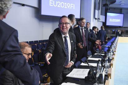 EU harkitsee lentojen tai petrolin verottamista – Suomessa kokoontuneet EU:n valtiovarainministerit puivat ympäristöverojen lisäämistä
