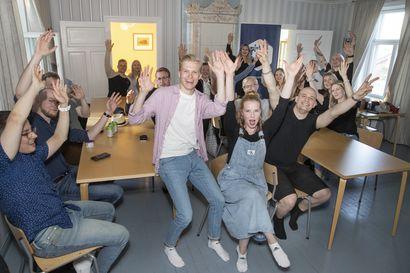 Keskusta suurin kuntapuolue Oulussa, kokoomus sai kaksi uutta paikkaa, perusuomalaiset kolme – katso uuden valtuuston kokoonpano