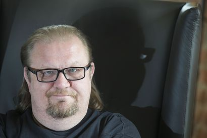 """Taiteilija Jope Ruonansuu on kuollut – """"Olen herkkä ihminen, kemiläinen e-mollimies"""", hän kuvaili itseään podcastissa"""
