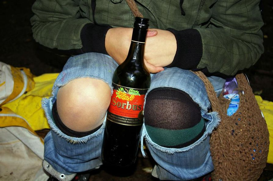 Raju alkoholinkäyttö vaurioittaa nuorten aivojen valkoista kudosta.