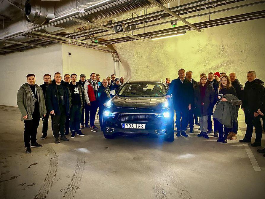 Geelyn innovaatiokeskus luovutti Lynk & Co -auton oululaisille keskiviikkona Kivisydämessä.