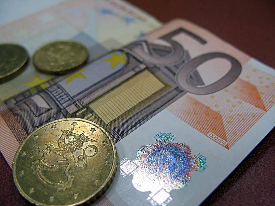 Oulun seudun ulosottovirastossa noin 34 prosentilla oli velkaa ulosotossa korkeintaan tuhat euroa ja yli 70 prosentilla korkeintaan 10000 euroa. Yli 50000 euron suuruisia velkoja oli seitsemällä prosentilla velallisista.
