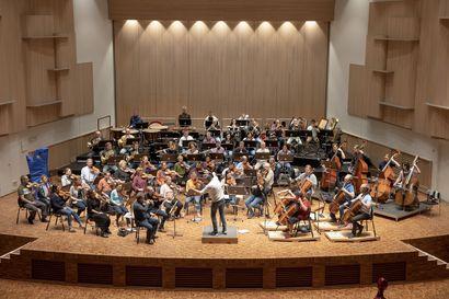 Koronan ulkomaisten ilmaantuvuuslukujen vain viikon mittainen puskuri aiheuttaa päänvaivaa muun muassa sinfoniaorkestereille