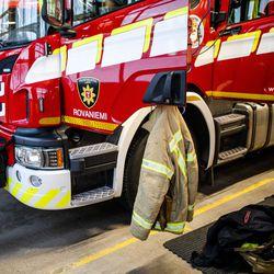 Salama sytytti maastopalon Kemijärvellä – ilmoittaja onnistui estämään palon leviämisen