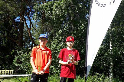 Hautalan isä ja poika vauhdissa frisbeegolfin SM-karsinnoissa: Mikael voitti, Terho kolmas