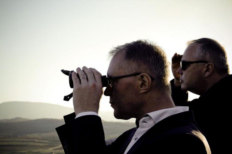 Suomen ja Viron välillä ei  puolustusministeri Hannes Hanson mielestä tarvita muodollisia turvatakuulausekkeita.