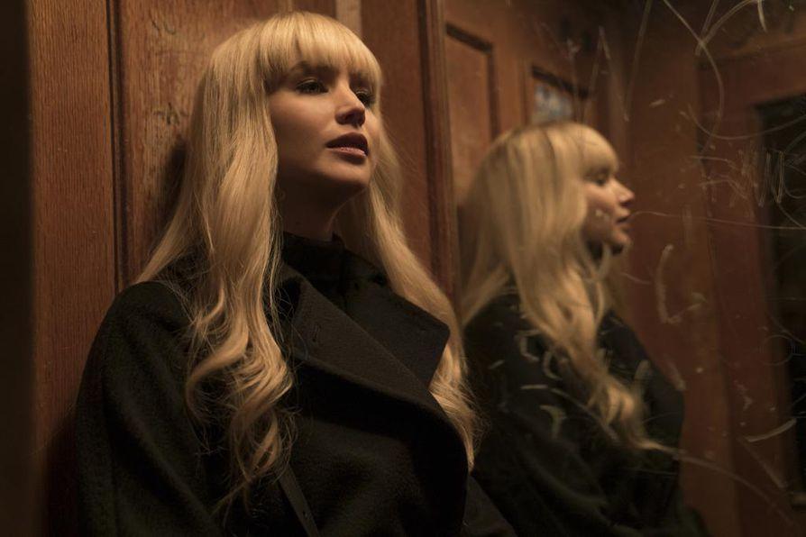 Dominika Jegorova (Jennifer Lawrence) on matkalla kaksoisagentiksi.