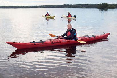 Retkimelonta houkuttelee uusia harrastajia – Kemijärven Koskenkanttaajien harjoituksissa opittiin kaatumaan hallitusti