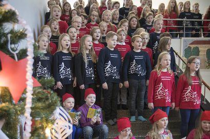 Lukijalta: Politiikan kuvioita joululaulujen sanoin