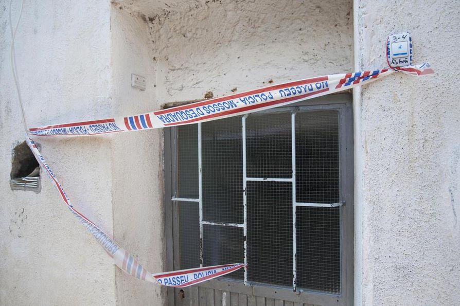 Räjähteen raaka-aineita on löytynyt talosta, jota Espanjan iskuista epäillyn terroristisolun uskotaan käyttäneen pommitehtaana.