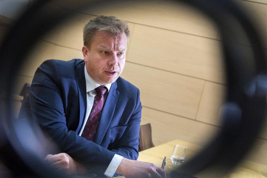 Puolustusvoimien uuden komentajan esittäminen on puolustusministeri Antti Kaikkosen ensimmäinen merkittävä tehtävä. Uusi komentaja nimitettäneen jo tällä viikolla.